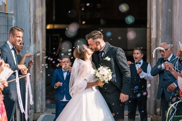Minden gördülékenyebb esküvői ceremóniamesterrel